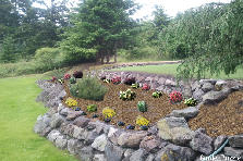 Garden design:ROCKERY SIDE VIEW